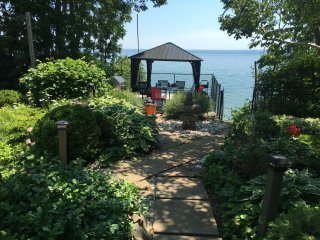 Nice Bungalow with Internet Access and A/C - Shanty Bay vacation rentals