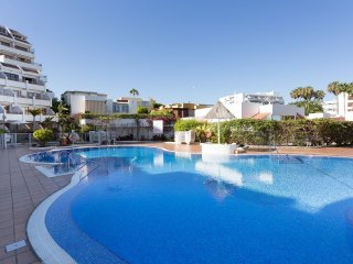 Modern 2 Bed Apartment in San Eugenio - San Eugenio vacation rentals