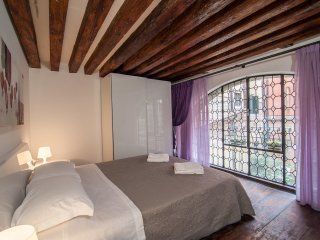 Big apt. S.Giacomo dell'Orio - City of Venice vacation rentals