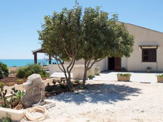 Villa Daniela fronte mare Sampieri Costa di Carro - Sampieri vacation rentals