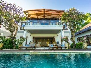 Comfortable 3 bedroom Villa in Senggigi - Senggigi vacation rentals