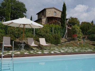 Charming 2 bedroom Castelmuzio Villa with Internet Access - Castelmuzio vacation rentals