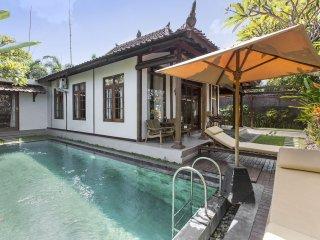 Villa within 5 minutes walking to Berawa beach - Kuta vacation rentals