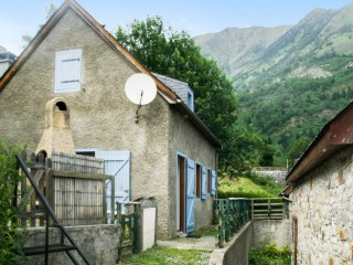 Spacious house with furnished terrace - Aragnouet vacation rentals