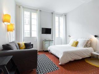 Studio rue droite - Nice vacation rentals
