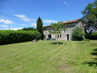 Hautte Fayette , Charente-Sleeps up to 10 people. - Edon vacation rentals