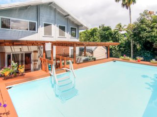 Vibrant Pahoa Flat w/ Wifi, Private Pool, Outdoor Bar & Wraparound Deck - 5-Minute Walk to the Ocean! Near Lava Flow, Beaches, Views of Pu'u O'o Crater & More! - Pahoa vacation rentals