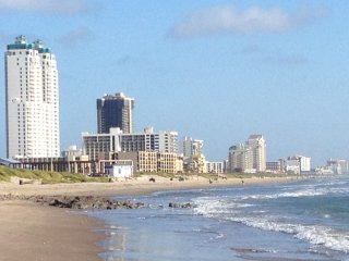Beautiful Condo with Washing Machine and Hot Tub - South Padre Island vacation rentals