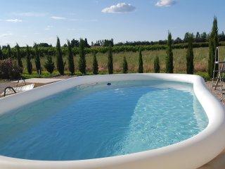 Bel appartement de 110 m2 dans Mas rénové en Prove - Saint Pierre de Mezoargues vacation rentals