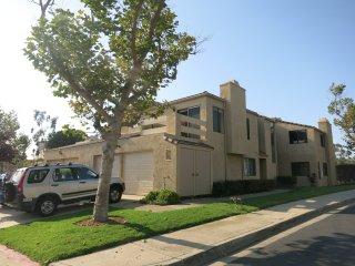 Hilltop Townhouse Near La Jolla, Next to Park - La Jolla vacation rentals