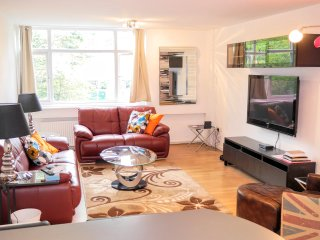 2 BR (7) - Inverness, Queensway - London vacation rentals