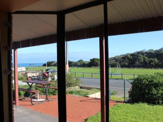Bott's Beach Retreat Beach House near McLaren Vale - Maslin Beach vacation rentals