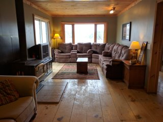 Lakefront Cottage Sleeps 12 - Sunset Views - Magnetawan vacation rentals