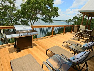 OVERLOOK POINTE LAKE HOUSE - Canyon Lake - Canyon Lake vacation rentals
