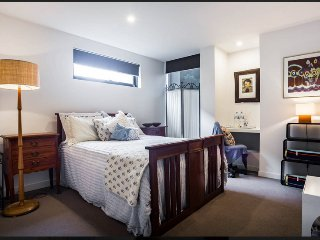 """Bayside Boutique Retreat""~ Retro Bedroom - Melbourne vacation rentals"