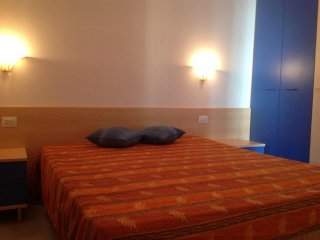 APPARTAMENTO IN VILLA VICINO SPIAGGIA - Isola Rossa vacation rentals
