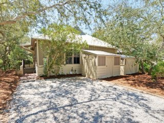 Bright 3 bedroom Seacrest Beach House with Internet Access - Seacrest Beach vacation rentals
