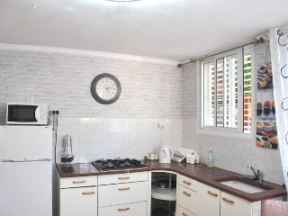 Perfect Apartment with Internet Access and A/C - Tel Aviv vacation rentals