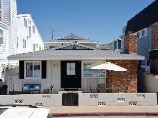 Remodeled 3 Bedroom Beach House + 1 Bedroom Apartment Steps to the Beach - Newport Beach vacation rentals
