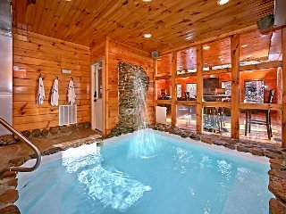2 Bedroom cabin with Private Indoor Pool and Sauna - Gatlinburg vacation rentals