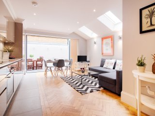 The Victorian Ongar Road House I - London vacation rentals