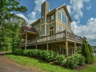 Live in luxury in this spectacular 4 bedroom chalet with stunning lake views! - McHenry vacation rentals