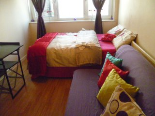 LONDON AFFORDABLE 2BED FLAT SLEEPS 2-12. - London vacation rentals