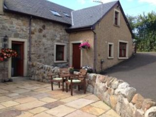Comfortable 3 bedroom Bonnybridge Cottage with Internet Access - Bonnybridge vacation rentals
