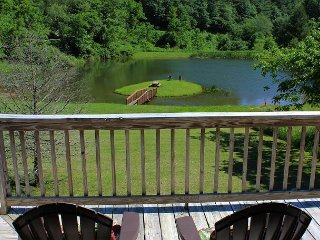 Enjoy Autumn Views Overlooking Pond From This Log Cabin! - Grassy Creek vacation rentals