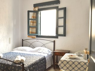 "Double Room ""Notus"" 10' walk to Chersonisos Beach - Koutouloufari vacation rentals"