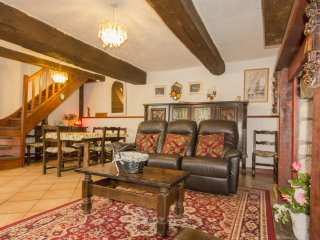 Near Mont St Michel Le Soleil  country cottage Sleeps up to 8 people - Tremblay vacation rentals