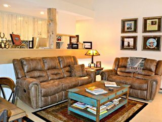 Nice 2 bedroom Condo in Wilson with Deck - Wilson vacation rentals