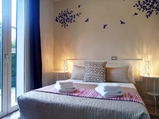 Garda Lake - Gorgeous 2 bedroom apartment (1) - Desenzano Del Garda vacation rentals