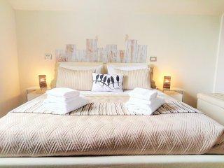 Garda Lake - Gorgeous 2 bedroom apartment (5) - Desenzano Del Garda vacation rentals