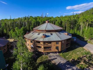 Your Dream Ski Condo!!!Fireplace-Jacuzzi-Sauna-BBQ - Brian Head vacation rentals