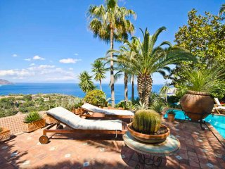 PANORAMIC APARTMENT with pool & view - Taormina vacation rentals