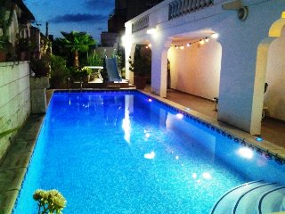 Large Villa in St Julian's - Paceville - 4 Bedrooms A/C - Large Pool - Sleep 12 - Saint Julian's vacation rentals