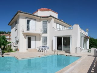 large house 10 person stayable privet swimingpool - Kusadasi vacation rentals