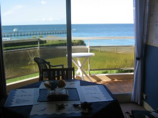 Romantic 1 bedroom Luc-sur-mer Condo with Central Heating - Luc-sur-mer vacation rentals