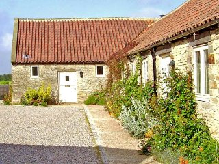 PHEASANT COTTAGE, pet-friendly, character holiday cottage, with a garden in Kirkbymoorside, Ref. 929317 - Kirkbymoorside vacation rentals