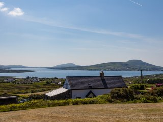 Wonderful Cottage with Outdoor Dining Area and Television - Cahersiveen vacation rentals