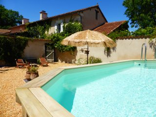 Les Rossignols, rural gîte with pool - Riberac vacation rentals