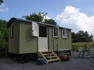 Buttercup and Daisy Meadow Shepherd's Hut - Kempsey vacation rentals