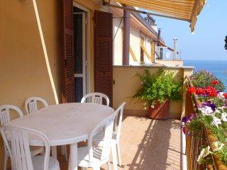 50 metri dalla spiaggia due terrazzi sul mare - Celle Ligure vacation rentals