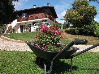 Nice House with Housekeeping Included and Balcony - Fourques-sur-Garonne vacation rentals
