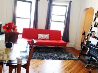 Amazingly Gorgeous Jr. Apt-only 12 min to Manhatta - Brooklyn vacation rentals
