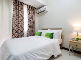 1BR CONDO-with 5 star Amenities - Manila vacation rentals