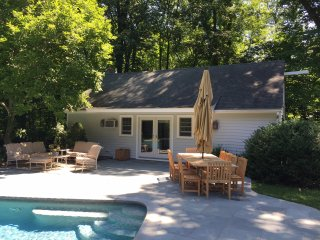 Private pool house with access to pool and tennis - Darien vacation rentals