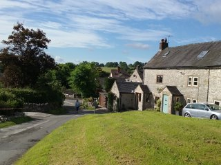 Farm View Cottage  Cosy 17th Century Cottage for 2 - Parwich vacation rentals