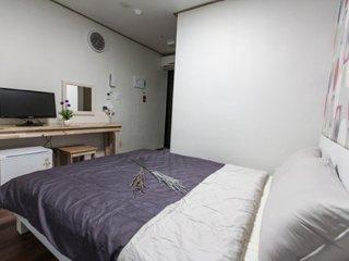 Lovely Lavinia Double bedroom #502 - Muju-gun vacation rentals